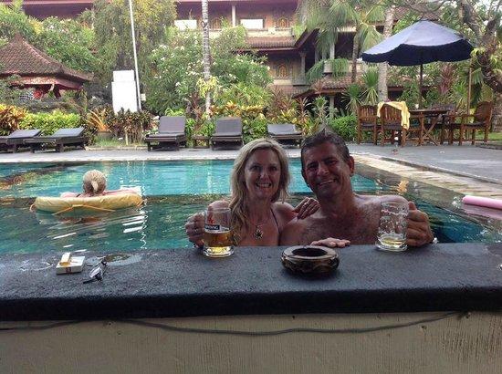 Satriya Cottages: Swim up pool bar