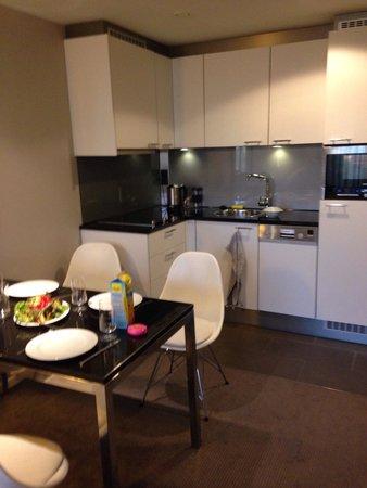 Adina Apartment Hotel Berlin Hauptbahnhof: Plenty of room for meals