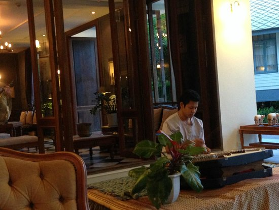 Devasom Hua Hin Resort: Reception area and library room