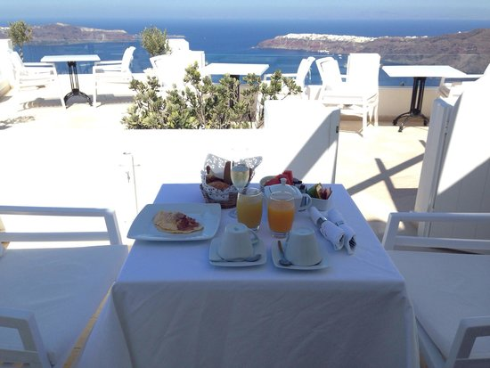Above Blue Suites : Breakfast!