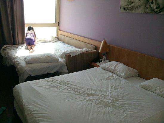 Leonardo Plaza Hotel Dead Sea : חדר 635 עם ספה שנפתחת למיטה