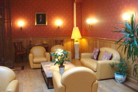 Hotel Carlton: Salle de repos et lecture