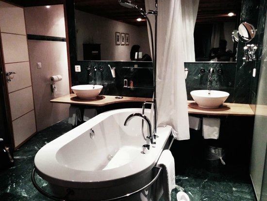 Coeur des Alpes : Bathroom inside the Room