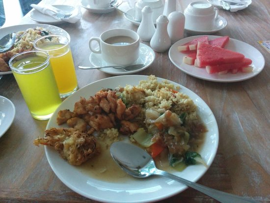 Pandawa All Suite Hotel : breakfast at the hotel