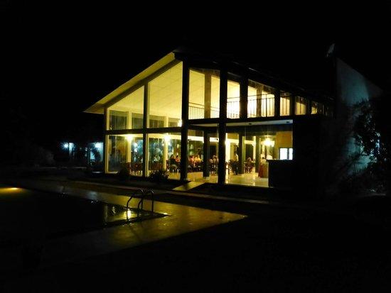 Magampura Eco Village Resort: Dining area at night