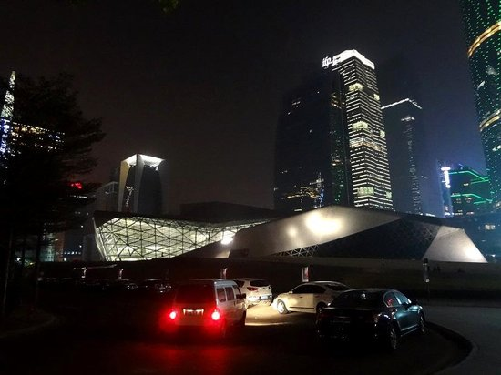 Guangzhou Opera House: Южный фасад от набережной