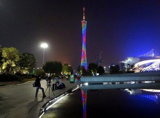 Guangzhou Opera House: Кантон тауэр от театра