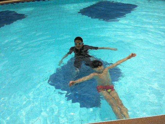 Dolphin Bay Resort : สระว่ายน้ำ