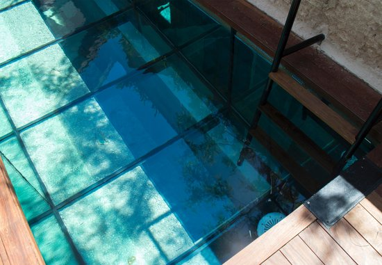 Caro Hotel: Outdoor Pool