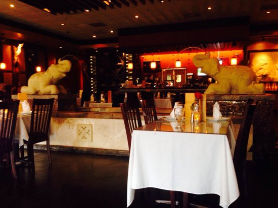 Aiyara Thai Cuisine: Pls give your waitstaff HELP!!!