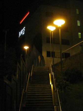 Jurys Inn Brighton: Access route when the railway station is shut - see review by Caltrop