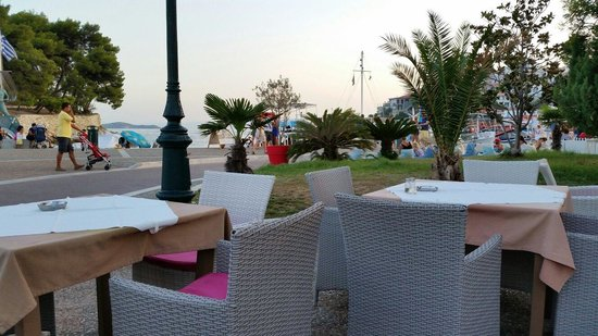 El Greco Restaurant Cafe: The other view