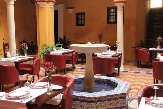 Las Casas de la Juderia: cortile per la colazione / ristorante