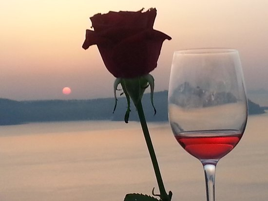 Chez Sophie Rooms & Suites: romantic evening watching the sunset , Linda and mark