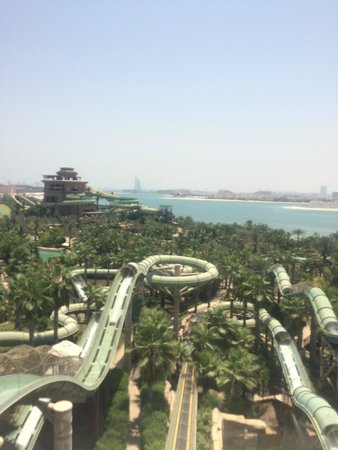 Aquaventure Waterpark : Its really a huge park and very spread out - be prepared to walk