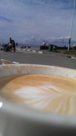 Billy's on the Beach: Perfect coffee and people watching