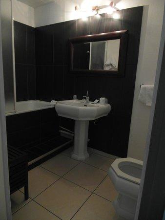 Hôtel François d'Ô : Il bagno, spazioso