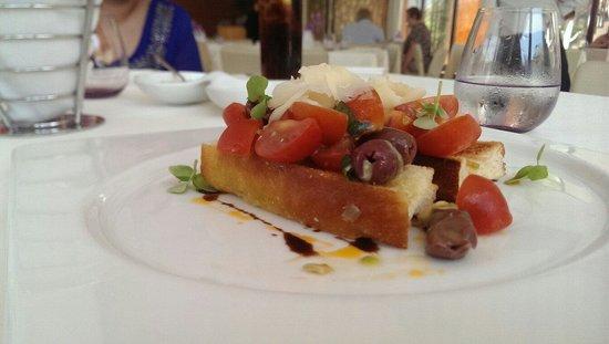 Le Meridien Mina Seyahi Beach Resort and Marina: Bruschetta at bussola