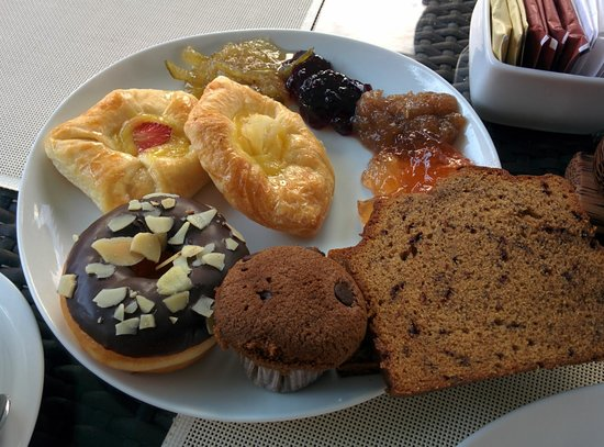 Swiss-Belhotel Segara Resort & Spa: more yumm breakfast