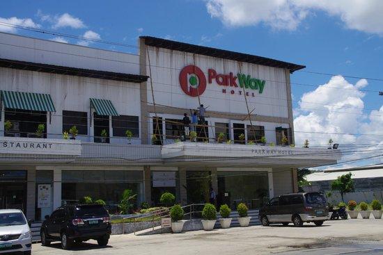 Parkway Hotel Surigao: Front door and facade of the hotel, on the highway