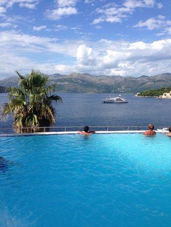 Lafodia Hotel & Resort: La piscina a sfioro con la vista sul mare