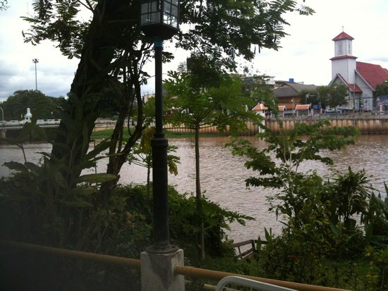 Galare Guest House: River View from Restaurant