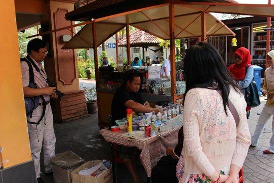 Oriental Village: Всякие ремесленники