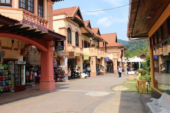 Oriental Village: Красивые улочки