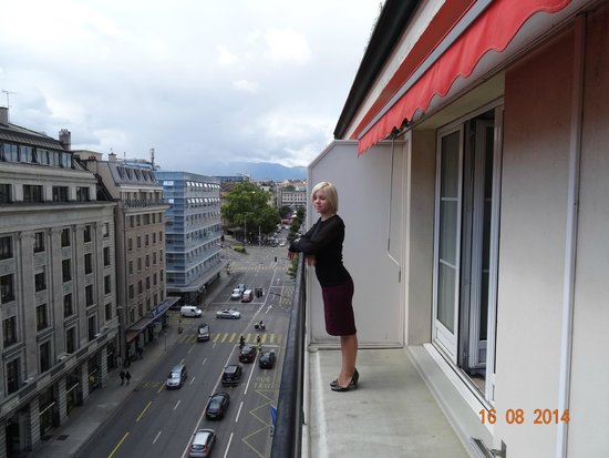 Hotel Bristol: VIEW FROM JUNIOR SUITE NUMBER 625, STREET SIDE, AUGUST 2014.
