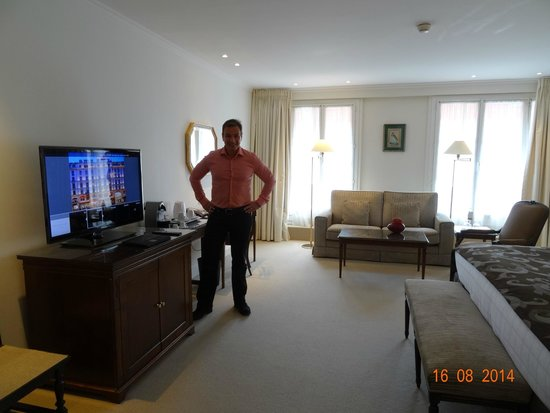 Hotel Bristol: VIEW INSIDE JUNIOR SUITE NUMBER 625, STREET SIDE, AUGUST 2014.