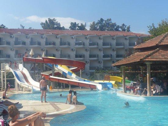 Atlantique Holiday Club : piscine tobbogans