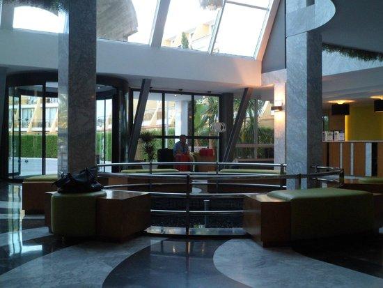 Protur Sa Coma Playa Hotel & Spa: Hall de l'hôtel