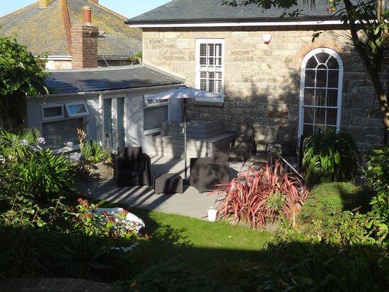 27 The Terrace: Garden view