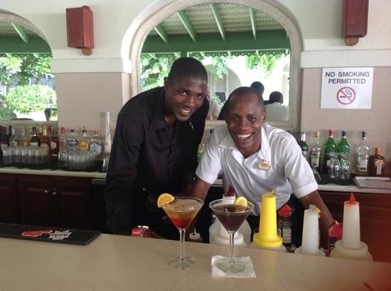 Mango Bay All Inclusive: amazing bar staff - so creative