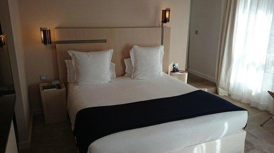 Hotel De Nell : chambre de la suite