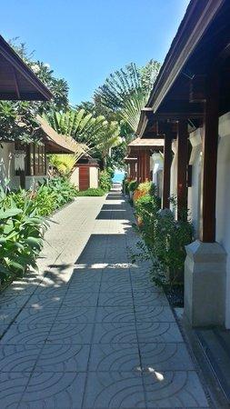 Pavilion Samui Villas & Resort : The walkway to the beach