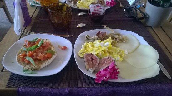 Lumaro Resort: Breakfast - the salty option