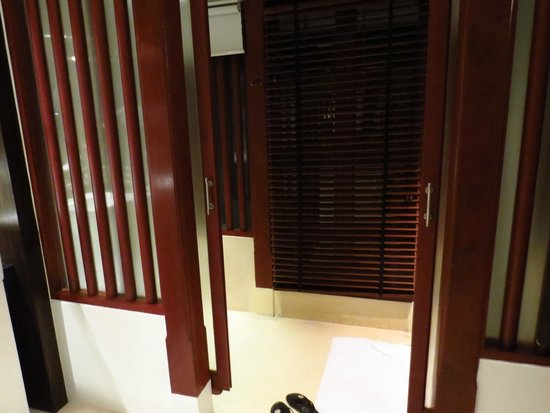 Pavilion Samui Villas & Resort: wooden forniture