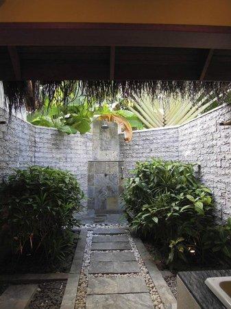 Sheraton Maldives Full Moon Resort & Spa: Open air bathroom