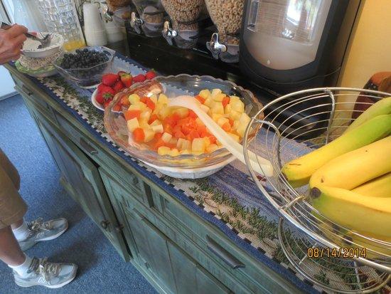 Schooner Bay Motor Inn : fresh fruit