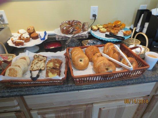 Schooner Bay Motor Inn : baked goods