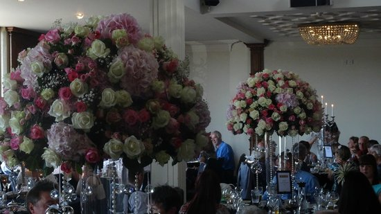 Saddleworth Hotel: Flowers provided by florist linked to venue