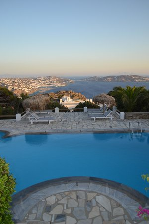 Agnandi Homes and Studios: Evening view from pool
