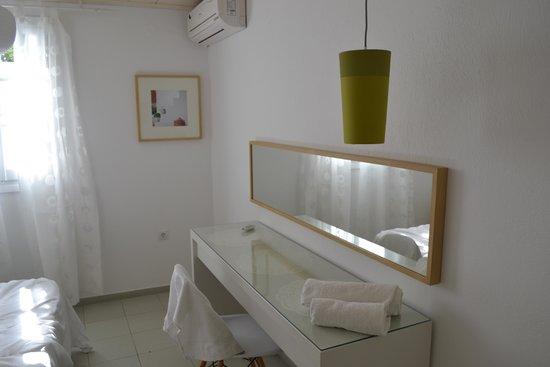Agnandi Homes and Studios: Modern interior