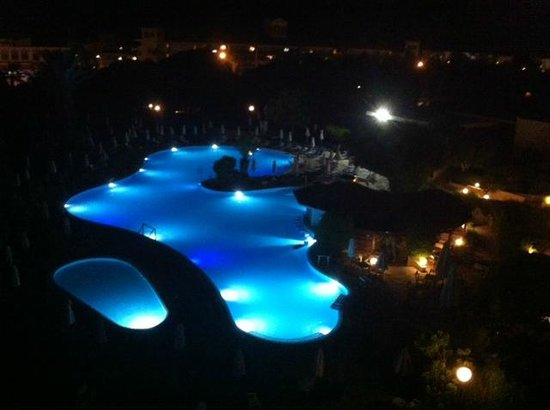 Avanti Hotel : The view from our room at night