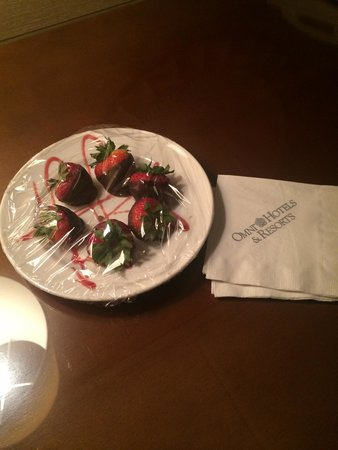 Omni Houston Hotel Westside: Chocolate covered strawberries