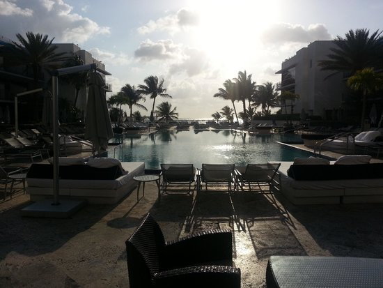 The Ritz-Carlton, South Beach: view from restaurant to pool