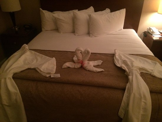 Omni Houston Hotel Westside: Robes-Nice welcoming touch
