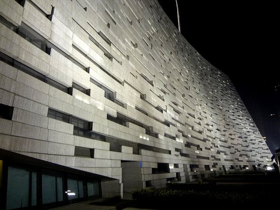Guangzhou Library: Наклон фасада