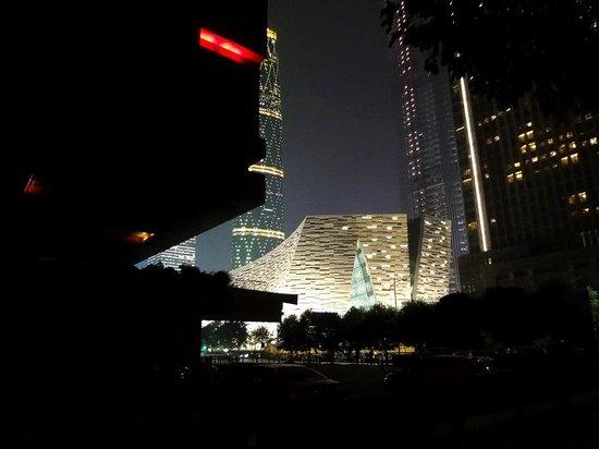 Guangzhou Library: От соседнего музея
